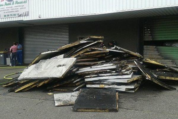 L'incendie s'est déclaré dans un entrepôt de stockage de Tarbes.
