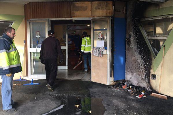 L'incendie a endommagé tout le hall de l'école maternelle des Bruyères à Valentigney.