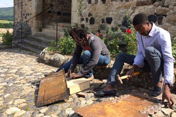 Leur village de Noailles, à Haïti, s'est spécialisé dans cet art et cet artisanat lancé dans les années 1950.
