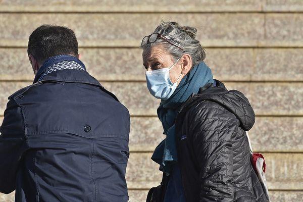 Venue de France, la compagne d'Hervé Gourdel, Françoise Grandclaude ce jeudi 18 février à Alger.