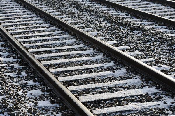 Image d'illustration : neige sur les voies de chemins de fer.