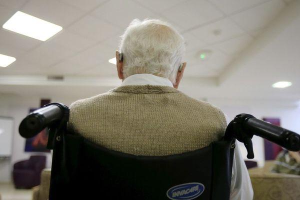 """""""Il n'y a parfois qu'une seule infirmière le week-end pour 80 résidents """" explique les syndicats des retraités au préfet de l'Isère. Photo d'illustration."""