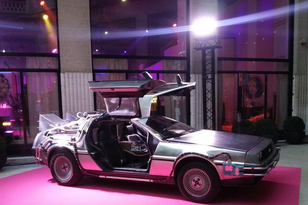"""La voiture de """"Retour vers le futur"""" à voir au château fort de Sedan"""