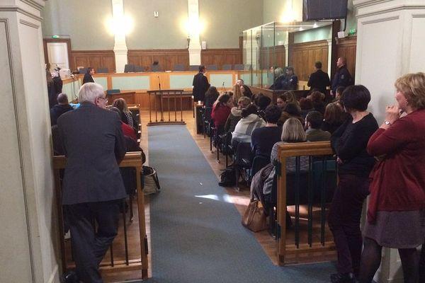 La salle du tribunal avant le verdict à Limoges du procès de cette mère de famille accusée d'avoir tué son mari