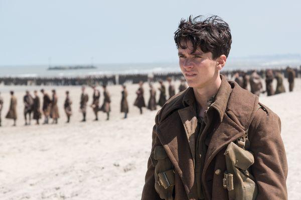 """Fionn Whitehead, acteur principal du film """"Dunkerque"""", sur la plage de Malo"""
