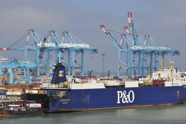 La traversée depuis Calais étant de plus en plus compliquée, des migrants tentent désormais leur chance à Zeebruges.