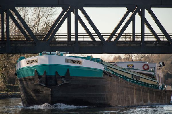 Le canal Seine-Nord doit permettre de décharger l'autoroute A1 de 500.000 camions par an.