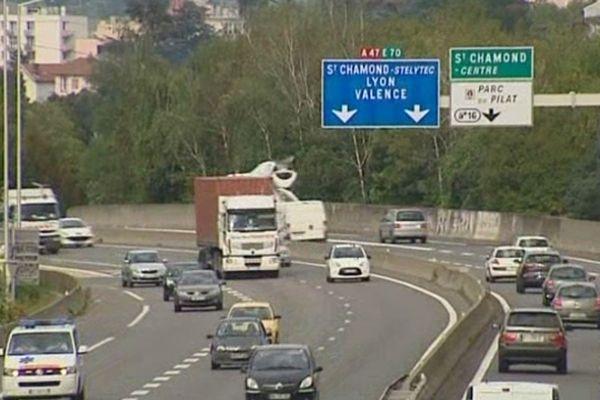 En raison des forts coups de vents qui ont eu lieu dans la nuit du jeudi 19 au 20 décembre, l'autoroute A47 sera fermée vendredi 20 dans l'après midi pour permettre d'abattre les arbres en bordure de route qui menancent de tomber. L'intervention devrait durer une heure.