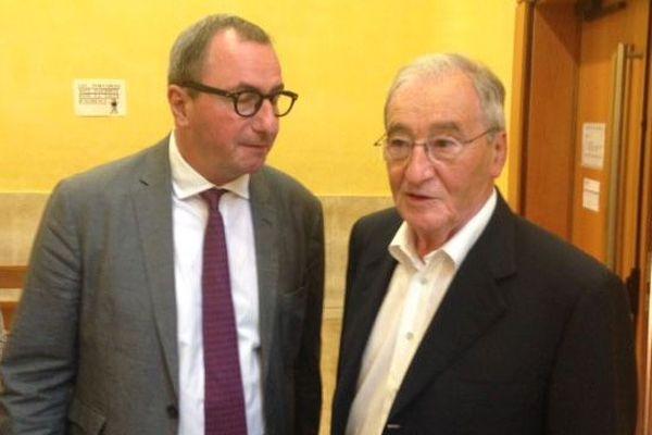 Gilbert Baumet (à droite), jugé pour détournement de fonds publics et recel devant le tribunal correctionnel de Nîmes, et son avocat Me Benoît Chabert - 1er juillet 2016
