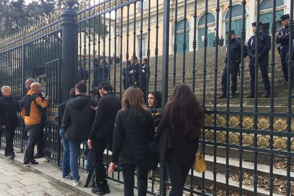15/02/2017 - Dix personnes ont été déférées au Palais de justice de Bastia dans le cadre de manifestations nationalistes d'octobre 2016.