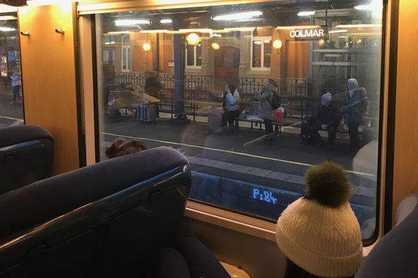 À l'intérieur du train bloqué en gare de Colmar, le 27 décembre 2019.