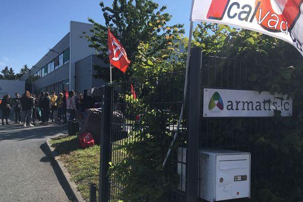 Une centaine de salariés du site Armatis de Caen ont débrayé ce lundi matin pour protester contre leurs conditions de travail