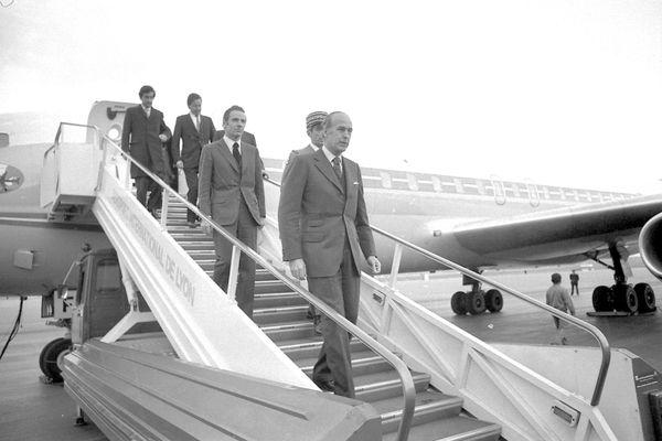 12 avril 1975. Inauguration de l'aéroport de Lyon-Satolas par Valéry Giscard d'Estaing.