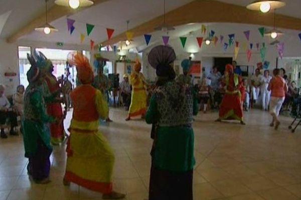 Cette année le festival reçoit deux troupes de danseurs venus d'Inde