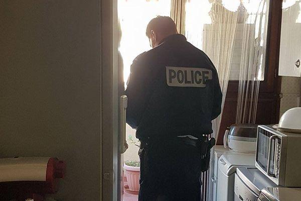 La police est intervenue dans les appartements voisins.