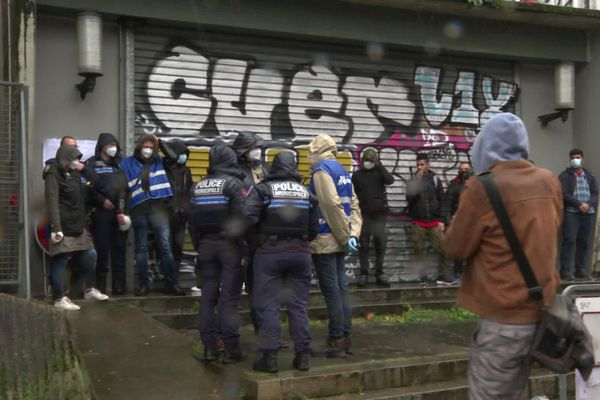 L'opération menée par la ville de Nantes a débuté vers 7h30 ce lundi matin.