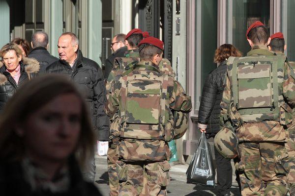 Renforcement de la surveillance policière à Strasbourg, suite aux attaques du 13 novembre à Paris.