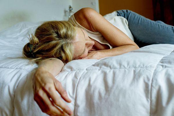 """Parmi les symptômes persistants du Covid-19 : l'épuisement physique. """"Mon corps est fatigué, dit Pauline. Fatigué de se battre contre le virus"""""""