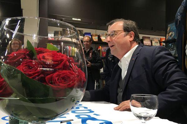 François Hollande dédicaçait ce samedi son livre à Bayeux