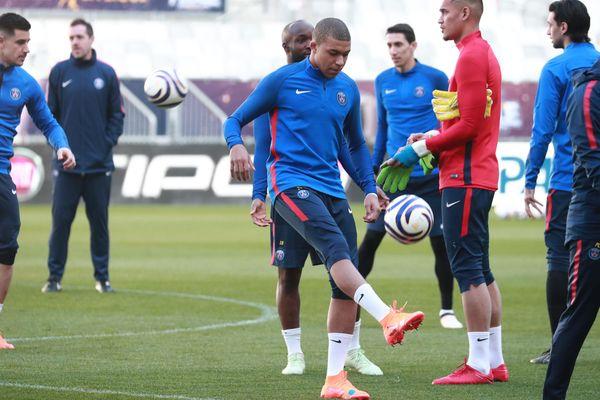 Le PSG à l'entraînement ce vendredi. Le Parisien Kylian Mbappé va affronter son ancien club, Monaco.