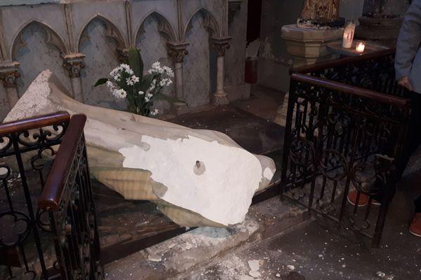 Parmi les statues vandalisées, deux avaient 150 ans et étaient là depuis la création de l'église