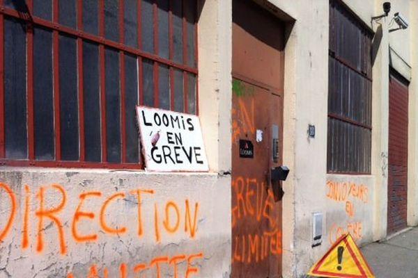 Devant le siège de l'entreprise Loomis- Le 09/09/2013