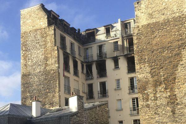 L'immeuble brûlé rue Erlanger (Paris 16e).