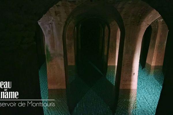 Le deuxième réservoir mesure 254 m de long et ce sont 1800 piliers maçonnés qui soutiennent le poids du réservoir supérieur.