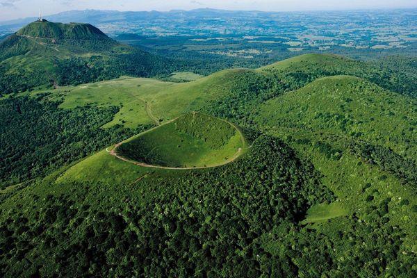 La chaîne des Puys, en Auvergne, classée au patrimoine mondial par l'Unesco.