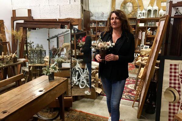 La gérante de Mademoiselle Estelle dans son atelier à Jugeals-Nazareth en Corrèze est inquiète pour sa saison.
