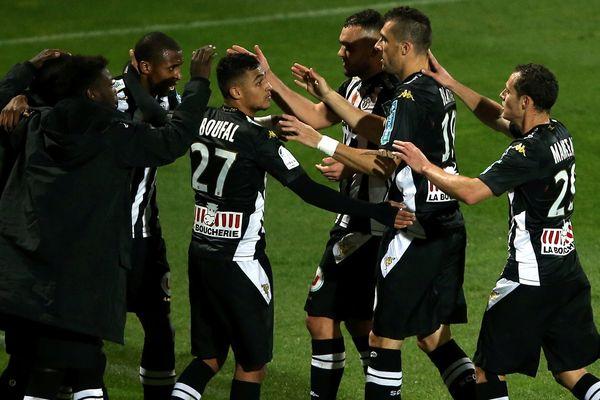 Angers ravi de ramener un point d'Ajaccio le 21 novembre 2014 (1-1)