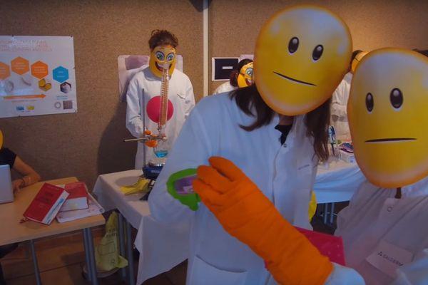 Des salariés de Galderma prennent la pause lors d'un mannequin challenge.
