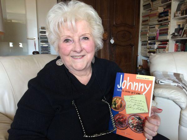 """""""Johnny toute la cuisine qu'il aime"""", un livre qui compile les recettes réalisées entre 1990 et 1996 par la cuisinière de Johnny Hallyday."""