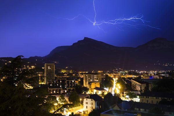 Les orages ont frappé les Alpes pour la deuxième nuit de suite, mais les dégâts ont été moins importants.
