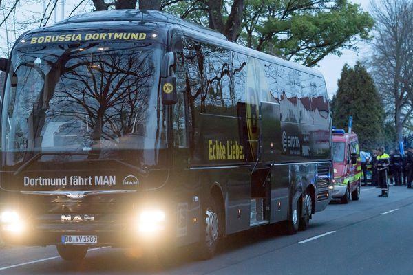 Le 11 avril dernier en début de soirée, trois charges cachées dans une haie avaient explosé au passage du bus qui quittait l'hôtel de Dortmund où séjournait l'équipe allemande.