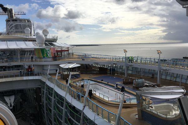 Un des ponts supérieurs du Symphony of the Seas