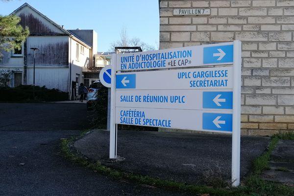 L'antenne de l'hôpital George Sand à Chezal-Benoît possède un service d'addictologie.