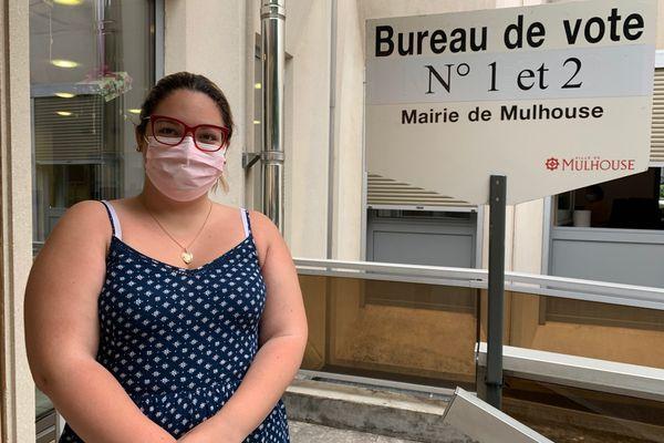 Claudia a voté pour la première fois au premier tour des élections régionales et départementales.