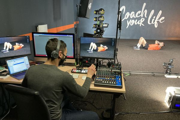 Le groupe l'Appart Fitness, regroupe une centaine de clubs en France a investi 200 000 euros dans du matériel professionnel de tournage pour développer son offre vidéo.