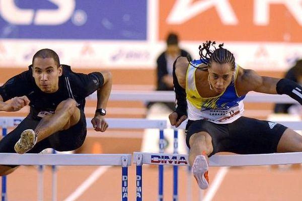 Pascal Martinot-Lagarde (D) remporte le 60 m haies aux Championnats de France d'athlétisme en salle de Bordeaux