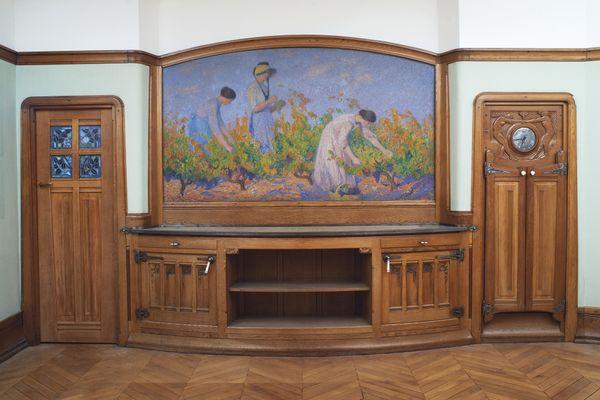 Lot 144. Henri Martin (1860-1943) Les Vendanges signé 'Henri Martin' (en bas à gauche) huile sur toile 140 x 248 cm, 1920 Prix réalisé : €218,750