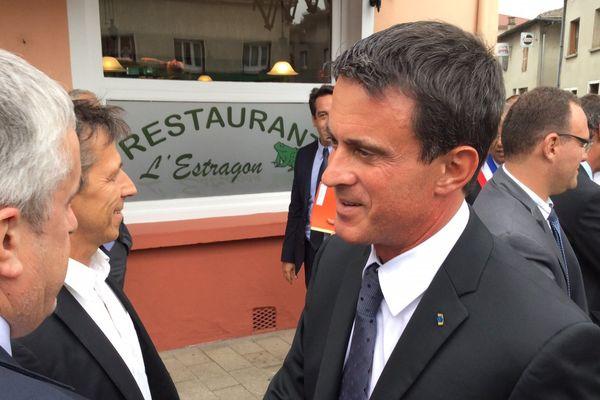 Manuel Valls dans le village de Chalamont pour aborder les questions de ruralité.