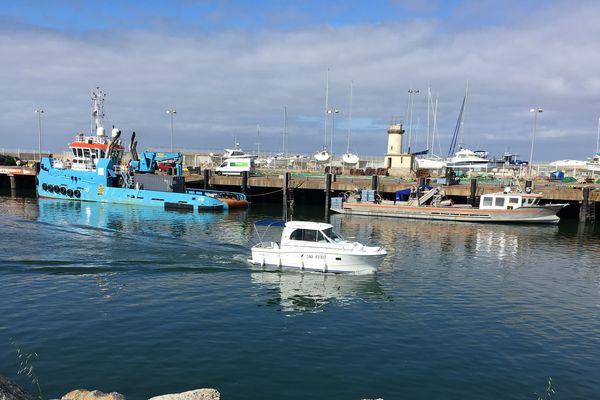 Port de la Turballe : bateaux de travaux maritime, de plaisance, de pêche...