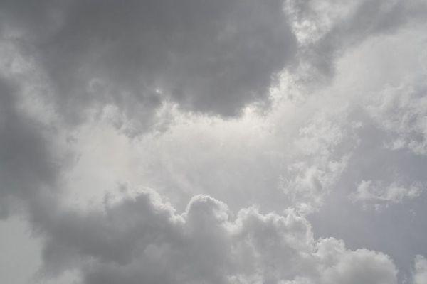 Les nuages sont nombreux