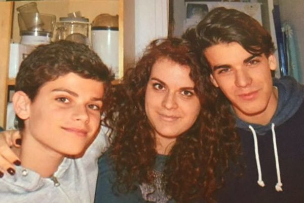 Théo à droite, sa sœur Morgane et son frère David