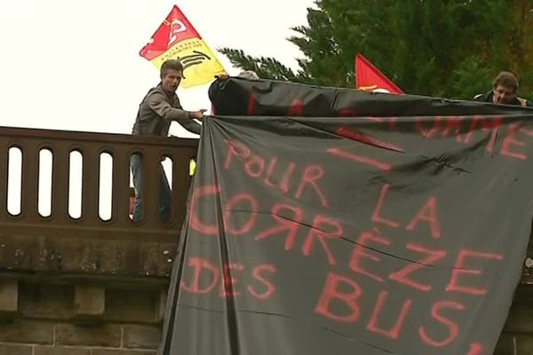 Des élus, des cheminots et des syndicalistes se sont réunis pour dénoncer l'arrêt de la desserte TER entre Limoges et Brive.