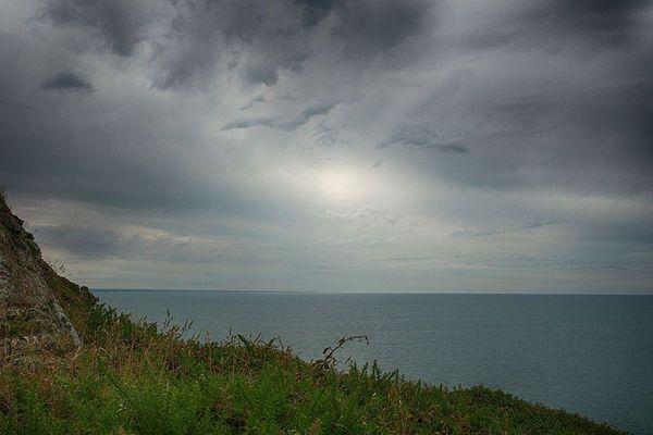 Dans la Manche, face à Barneville-Carteret, l'horizon restera majoritairement nuageux.
