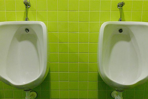 Les chauffeurs routiers en détresse, plusieurs aires d'autoroute leur refusent l'accès aux toilettes et aux douches.