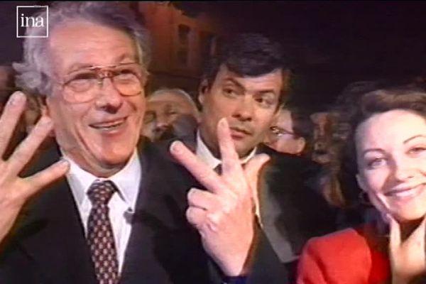 En 1989, Robert Vigouroux remporte les 8 mairies de secteur de Marseille.