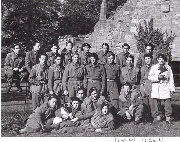 Durant le stage commando à Largo en Ecosse en 1943, avec le stick MARIENNE (allongé devant)